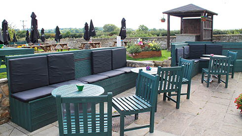 The Anne Arms - Outside Seating Area & Park